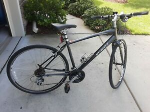Specialized Hybrid Road and City Bike Medium with 700cc wheels/tires