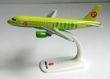 S7 Airlines - Airbus A319 - 1:200 - Herpa Snap-Fit Modell 611909 A319-100 VH-BHQ