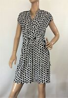 🌻 BASQUE PETITE CHAIN PRINT SIZE 8 FAUX FIXED WRAP DRESS