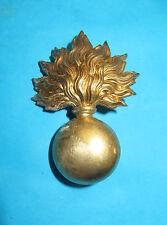 Insigne, attribut pour un casque ADRIAN, grenade en laiton.Lot 2. Petit prix.