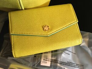 Miche Phone Wallet In Chartreuse NWT