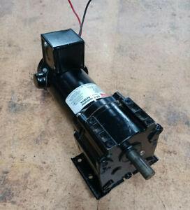 Dayton MAXI-TORQ 4Z383A Permanent Magnet DC Gearmotor, 31 RPM, 1/8HP, 1.5 Amp, 9