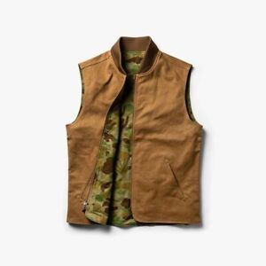Taylor Stitch x Gear Patrol Reversible Able Vest in Arid Camo Large