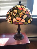 ANTIQUE VINTAGE STAIN GLASS STAINED GLASS  LAMP DALE TIFFANY HUMMINGBIRD FLORAL