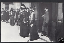 Hampshire Postcard - Relatives Leaving White Star Offices, London  A6965