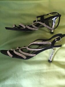 black stappy shoes size 4