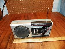 Vintage GRAN PRIX Portable AM/FM PORTABLE RECEIVER Model A220