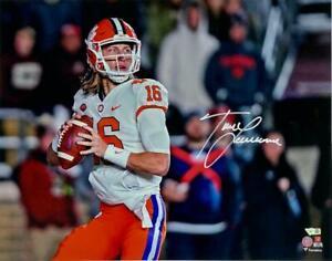 "TREVOR LAWRENCE Autographed Clemson Tigers 16"" x 20"" ""Passing"" Photo FANATICS"