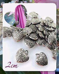 20 Metall Deko Herzen Anhänger Herz Valentinstag Liebe Basteln Dekoration Silber
