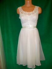 Vanity Fair very Vintage offwhite nylon tricot short gown sz 32 Bust Really Nice