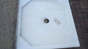 NEW DECINA SHOWER BASE / TRAY  APPROX 900 x 900 + GRATED DRAIN
