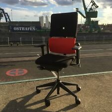 Drehstuhl Steelcase Please, Stoff schwarz/rot, mit Armlehnen