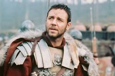 Russell Crowe Wearing Fur Trimmed Cape As Gladiator 11x17 Mini Poster