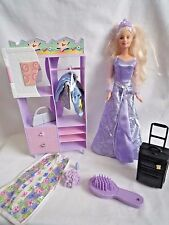 VINTAGE BARBIE DOLL WITH WARDROBE UNIT HANGER & SPARE OUTFIT & TRAVEL SUITCASE &