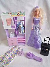 Vintage Poupée Barbie avec armoire Unité Cintre & détachées TENUE & TRAVEL VOYAGE VALISE &