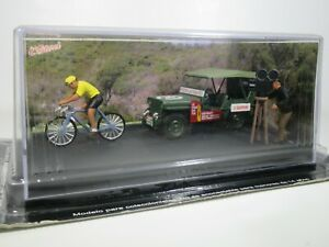 Altaya ROUTE BLEUE, 1:43 Scale WILLYS JEEP MB, CYCLING RACE DIORAMA with FIGURES