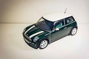 Automodell Kyosho Mini Cooper 1:18 dunkelgrün metalic mit weißen Streifen