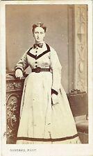 Photo cdv : Gustave ; Jeune femme debout en pose , vers 1865