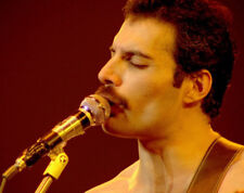 Freddie Mercury UNSIGNED photograph - M845 - Lead singer with Queen - NEW IMAGE!