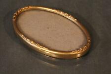 Cadre en bois doré à vue ovale de style Louis 16