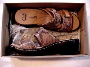 "Women's Clarks ""Delana Fenela"" Camel/Black Sandals Sz 7M"