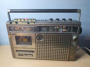 Retro / VintageSharp GF-6000 Portable Radio Cassette