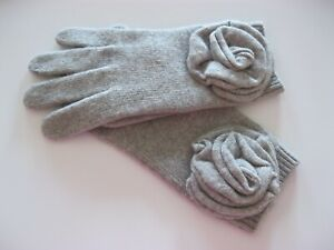 NWOT Portolano 100% Cashmere wrist gloves with attached flower gray grey