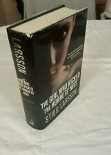 STIEG LARSSON - GIRL WHO KICKED THE HORNETS NEST - 1ST UK HB DJ -VG+ CON- UNREAD