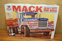 MPC MACK HEAVY DUTY DM800 TRACTOR 1/25 SCALE MODEL TRUCK KIT