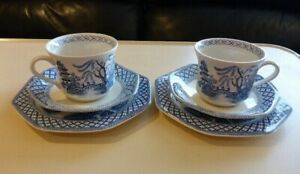 J & G MEAKIN ROYAL STAFFORDSHIRE WILLOW PATTERN TEA TRIO X 2 (6 PIECES) 1970s