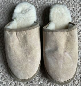 PAIR OF MENS' SLIPPERS SIZE 10/11 NEW