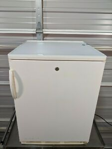 Fisher Scientific 97-920-1 Undercounter Refrigerator /  5.6 cu. ft /  TESTED