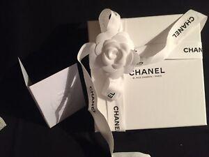 CHANEL belle boîte vide 31 rue Cambon 16/16/4cm + ruban + carte TBE