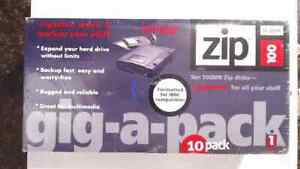 Iomega Zip Disks GIG-A-PACK 10 pack 100 MB for PC 1GB GENUINE BRAND NEW SEALED