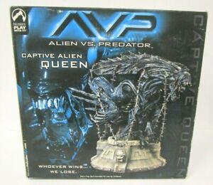 ALIEN VS PREDATOR Captive Alien Queen Figure Statue Palisades
