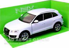 AUDI Q5 1:24 Scale Diecast Model Toy Car Miniature White