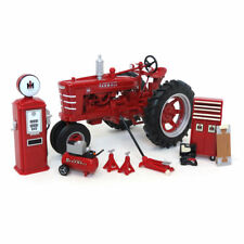 1/16 1939 Farmall M White Demo Parts & Service, 2018 Farm Show, ERTL 16370b NIB