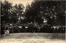 CPA LOURDES Le Train Blanc-Les Bras en Croix, les Pélerins (415705)