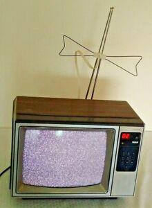 Vintage RCA 13'' TV Television Retro GAMING Woodgrain WORKS ColorTrak 1984 NES
