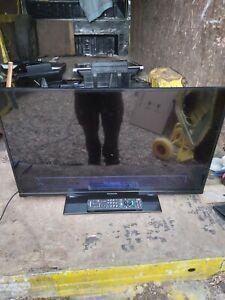 """Panasonic Tx-32a400b Lcd Tv 32"""" slim with remote"""