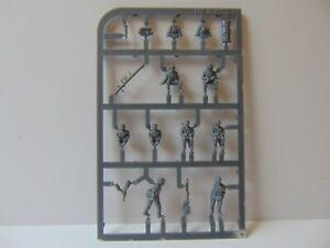 1:72 PLASTIC SOLDIER COMPANY GERMAN HALFTRACK CREW X8
