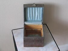 ANTIQUE COLLAR BOX TWO CELLULOID COLLARS AND THREE COLLAR BUTTONS
