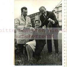 ORIGINAL PRESSEFOTO: 1961 Georg THOMALLA - Fita BENKHOFF & Hans QUEST in HANBURG