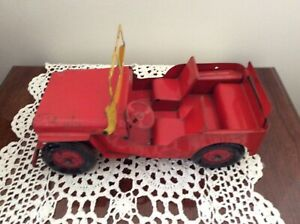 VINTAGE MARX WILLYS PRESSED STEEL WW II JEEP 1950s GREAT CONDITION RED METAL