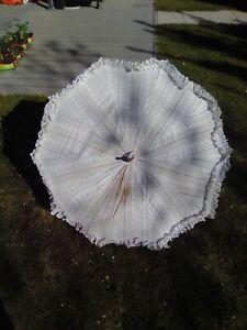 ombrelle avec dentelle et manche en corne