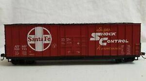 ROUNDHOUSE HO 50' FMC PLUG DOOR BOXCAR SANTA FE #520711 - RTR w/EXT. COUPLER BOX