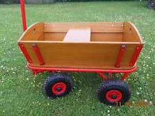 Bollerwagen aus Holz mit Sitzbank