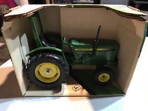 ERTL John Deere Compact Utility Tractor 1:16 Scale #581