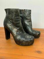 Billi Bi Womens Black Gothic Metallic Print Chunky Platform Boots Size 8