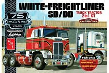 AMT 1046 WHITE-FREIGHTLINER SD/DD TRUCK TRACTOR 2 IN 1 MODEL KIT